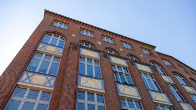 An exterior photo of Factory Berlin Görlitzer Park.