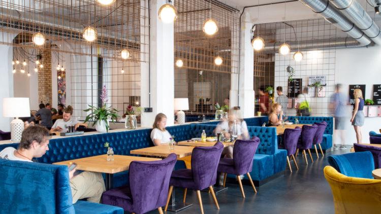 The restaurant space at Görlitzer Park.